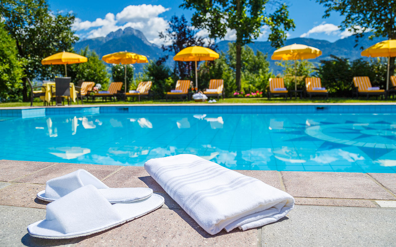 hotels in meran und umgebung mit pool und therme meran. Black Bedroom Furniture Sets. Home Design Ideas